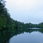 裏磐梯五色沼の柳沼と桧原湖の船着き場を大雨に打たれながら散策してきた
