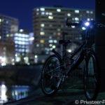 夜の町とマウンテンバイク