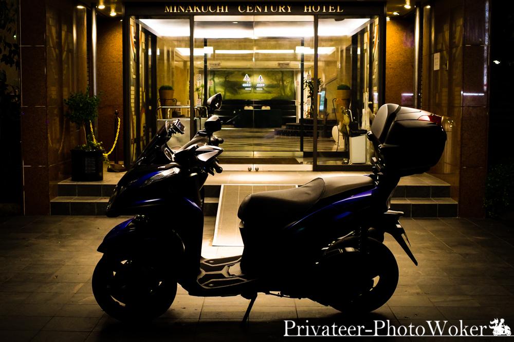 トリシティ155 深夜の0時のホテル前