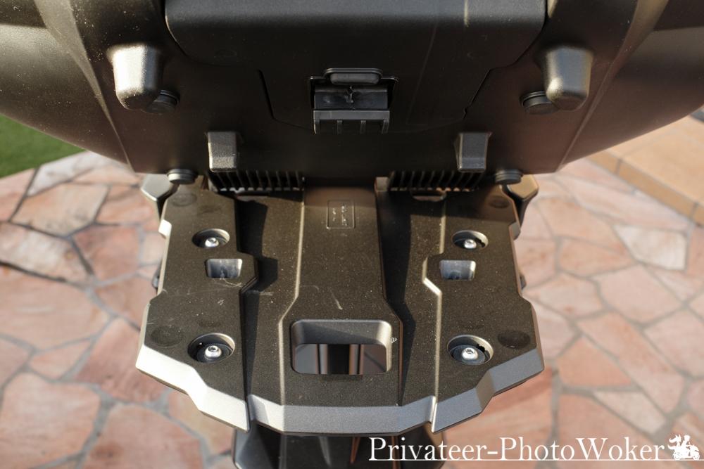 MT-09 TRACER 専用キャリア 50Lユーロヤマハトップケース装備