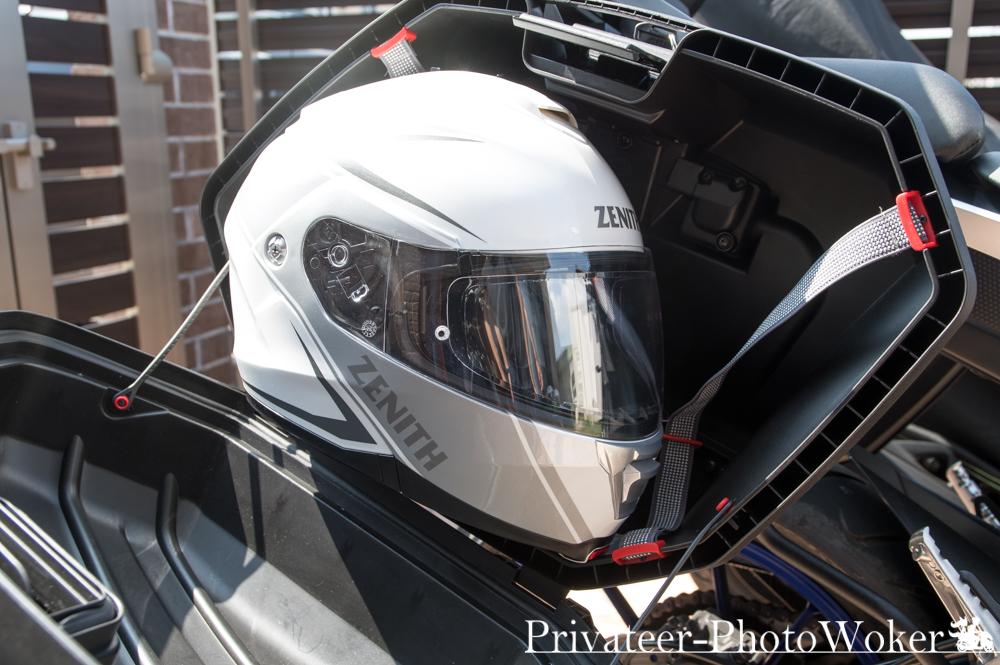 GIVI V37 システムヘルメットは収納不可