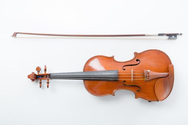 バイオリンと弓