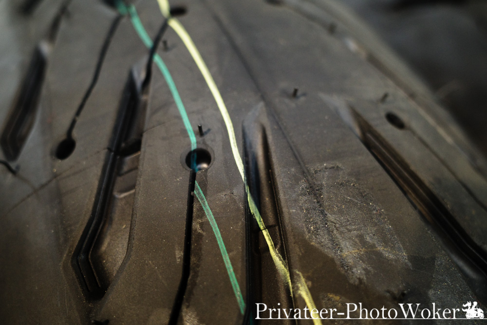 ミシュラン ROAD5GT リアタイヤ トレッドパターン